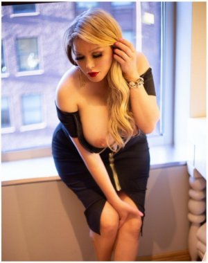 Yasemin escort girl