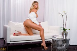 Flore-marie nuru massage & escort girl