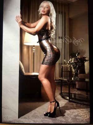 Loreana tantra massage and live escorts