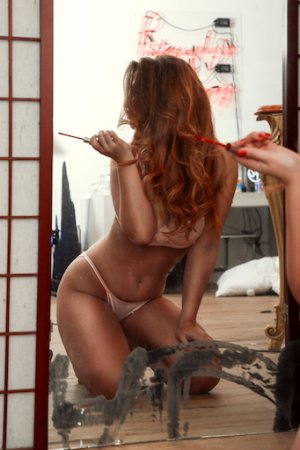 Lealine escort girl and happy ending massage