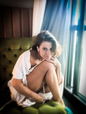 Magda tantra massage in Petersburg and live escorts